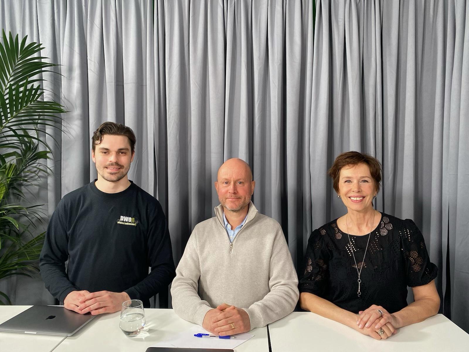 Fredik Larsson och Urban Bladin iDWOQ Project Management i Borättstudion tillsammans med programledaren Anette Ullberg