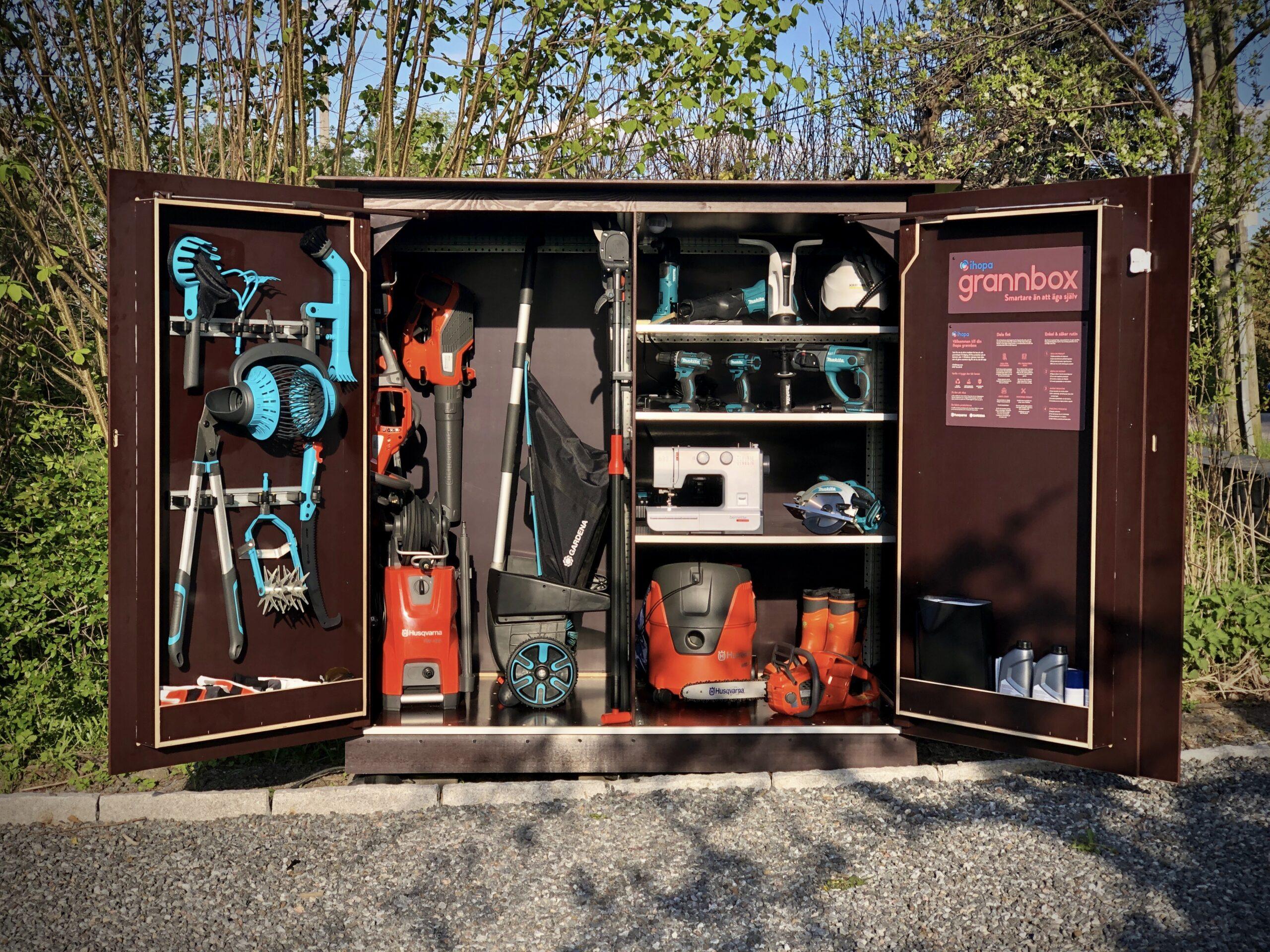 Grannbox fylld med prylar att låna
