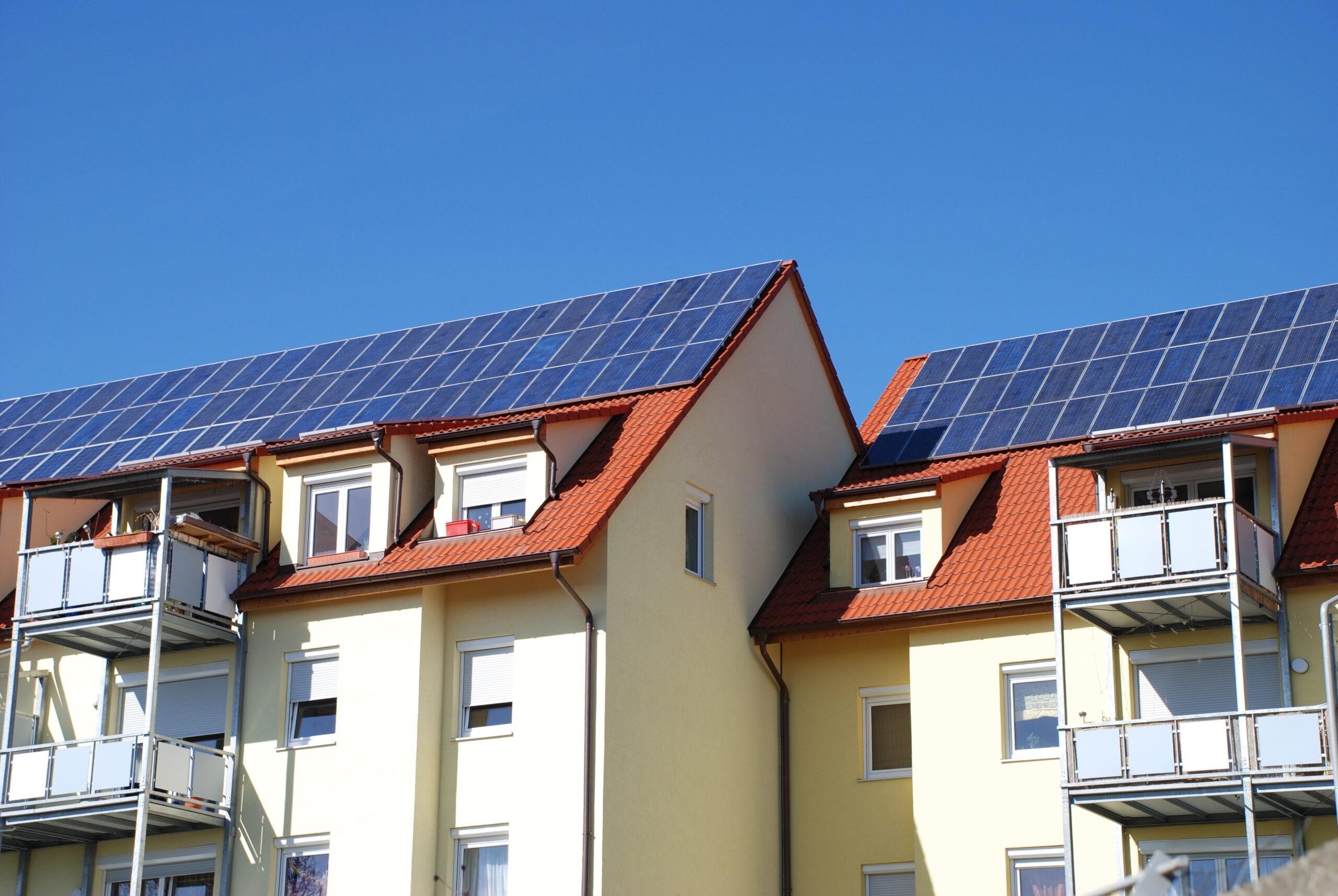 Tak, flerfamiljshus, solceller